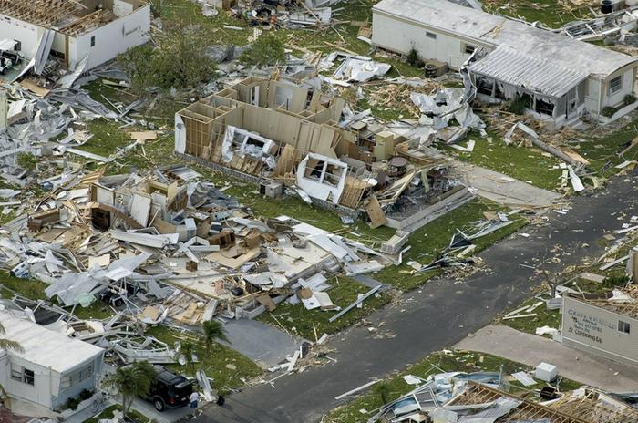 Destruction by the hurricane Charley in the United States in 2004. Charley hit Florida as a category 4 hurricane.